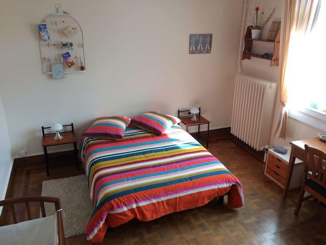 Chambre près de la plage, lit double +lit bébé