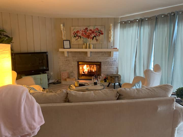 Charming, Cozy & Quaint  Condo in Lake Geneva!
