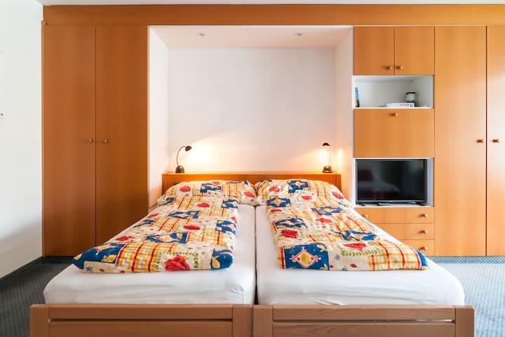 2 Bett 90 x 200 cm oder 1 Bett 180 x 200 cm