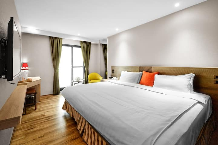蘭桂坊花園酒店:行政豪華雙人房,陽台,自助式早餐,免費停車。