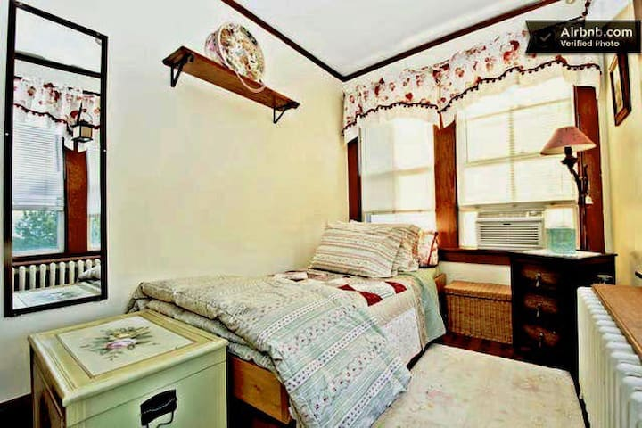 """""""Sweet Spot •2"""" - Rented monthly - ONLY $28 a nite"""
