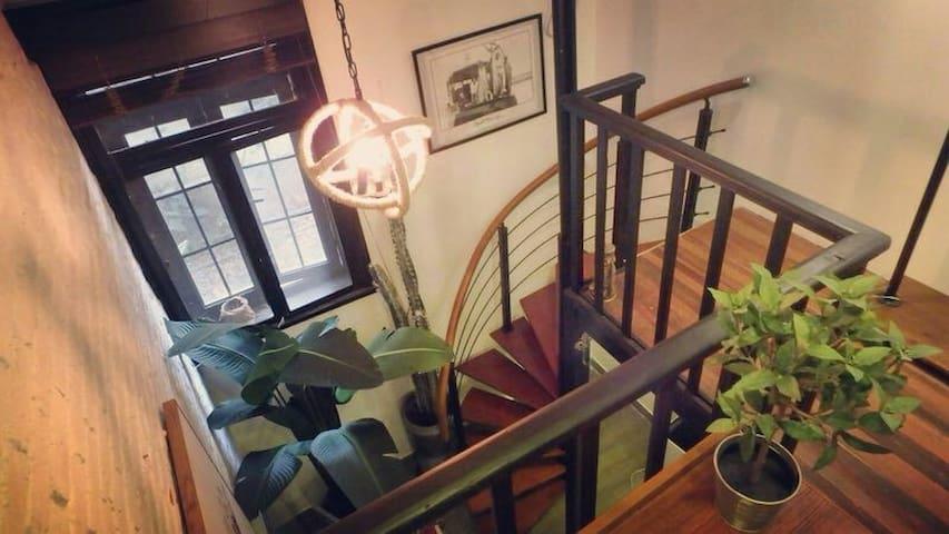 老法租界安福路迷你设计感的复式小房。