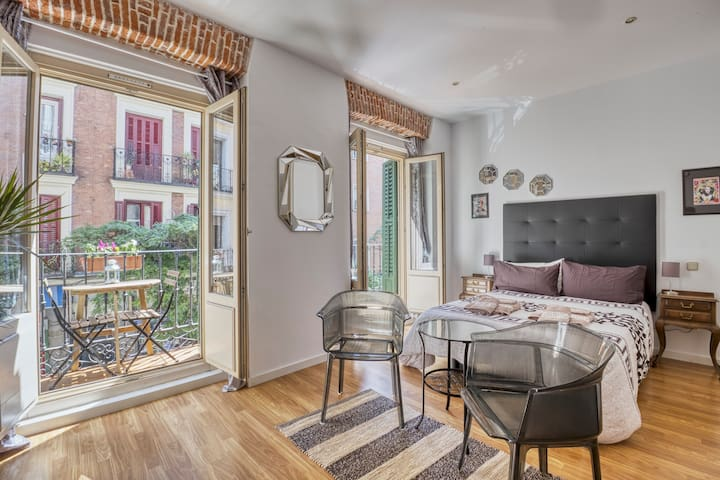 Apartamento centro  doble balcon independiente 1B