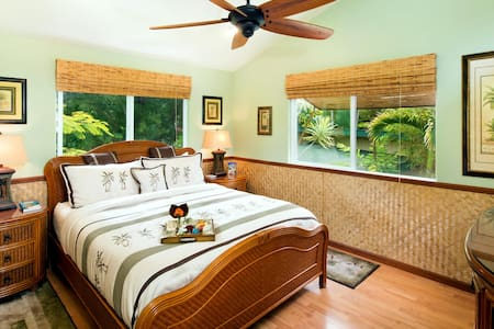 Nestled among the treetops, this 2nd story corner suite has access to a delightful rooftop sun/ moon deck. The suite has a private, en-suite bathroom with shower, plus a Cal King-sized bed.  Air conditioning available.