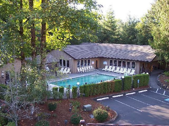 Pool, hot tub, and workout facilities
