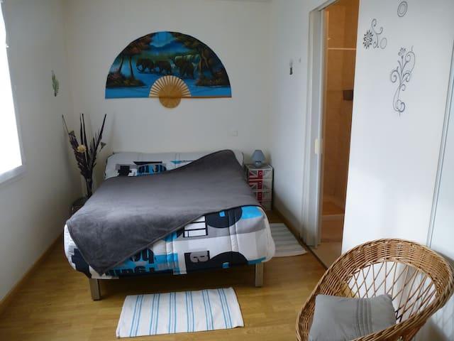 Chambre privée , dans villa de plain pied . - Sallertaine