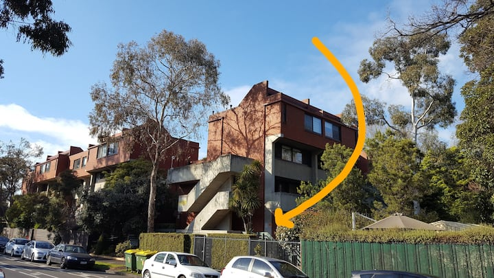Ideal North Melbourne pied a terre