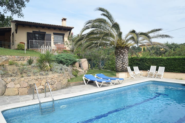 Cozy holiday home with nice terrace and fenced private pool, near Platja d'Aro