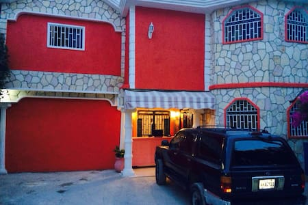 Spacious Private Room with a Balcony in Delmas 75 - Port-au-Prince