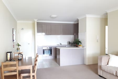 Modern 2 Bed 2 Bath Apartment in Gold Coast - Southport