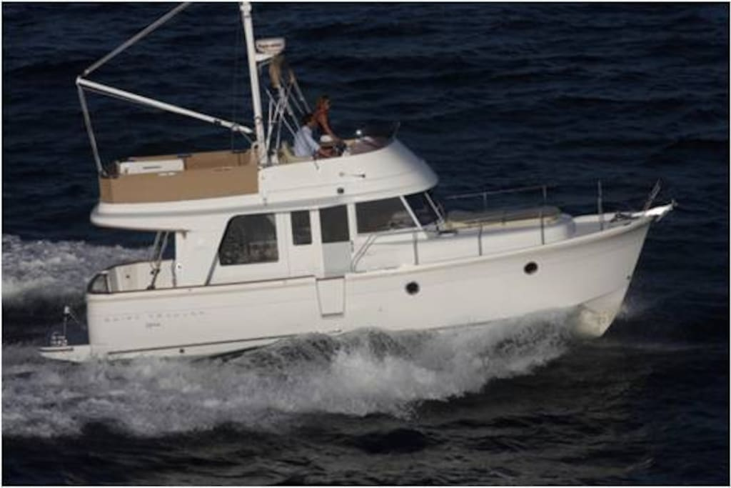 Swift Trawler Profile While Underway