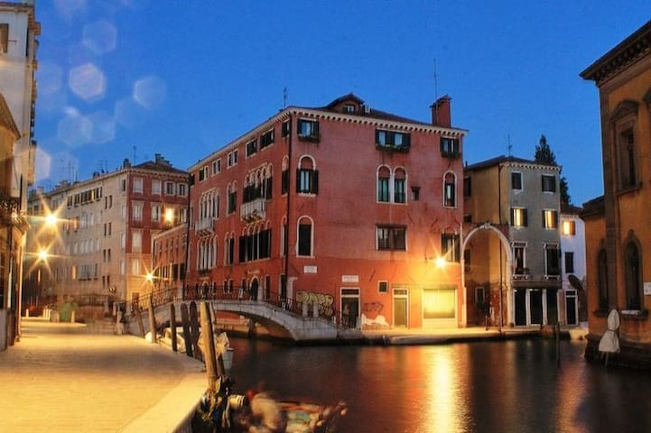 STYLISH INNER-CITY STUDIO - AIR CON ;) - Venise - Loft