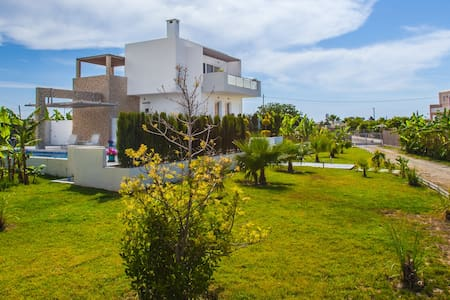 LUXURY XENOS VILLA1  WITH POOL - Tigkaki