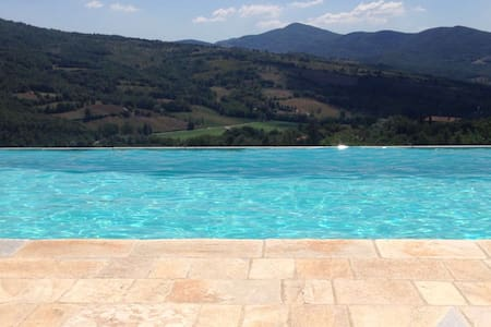 Casa Uliveto Tuscan-Umbrian border, with pool&view - Niccone - วิลล่า