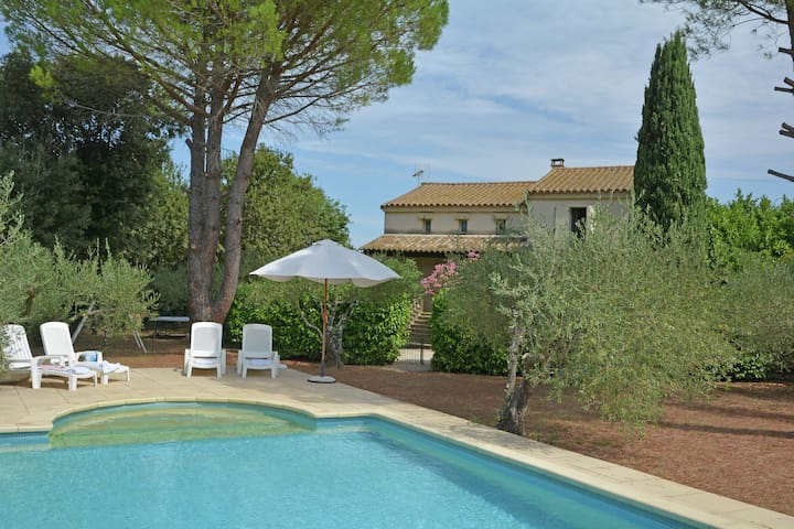 Cozy Villa in Flaux with Swimming Pool