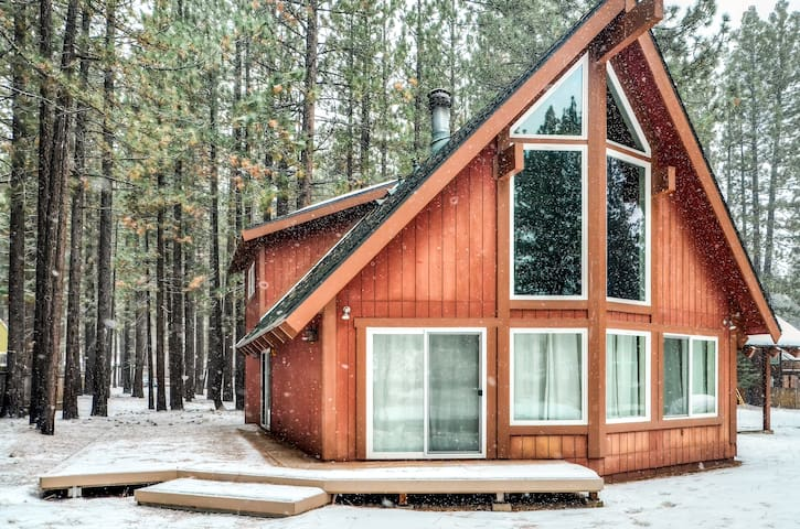 South Lake Tahoe 3BR A-Frame Home - Саут-Лейк Тахо - Дом