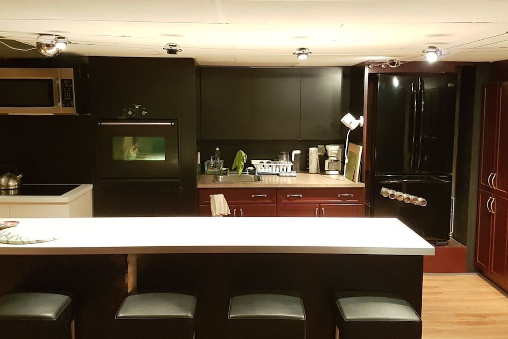Fully-equipped kitchen, modern appliances