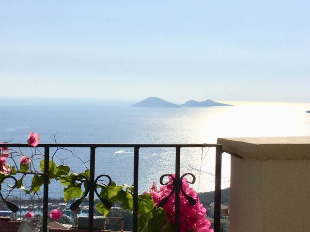 Central Penthouse Apartment Kalkan, fab sea view!