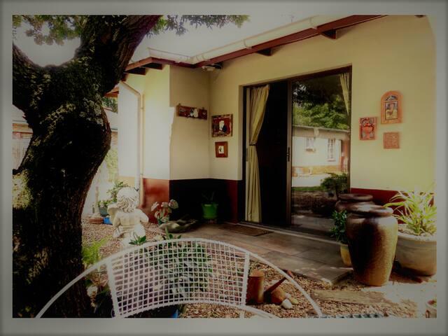 Amalia Cottage: Quaint Garden Room in Pretoria
