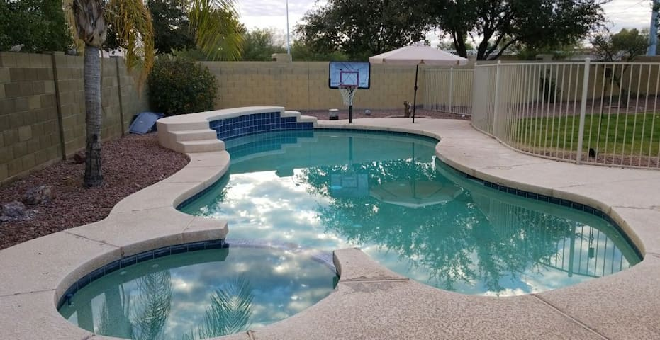 Gilbert Home with Gorgeous Pool/Spa Luxurious Yard
