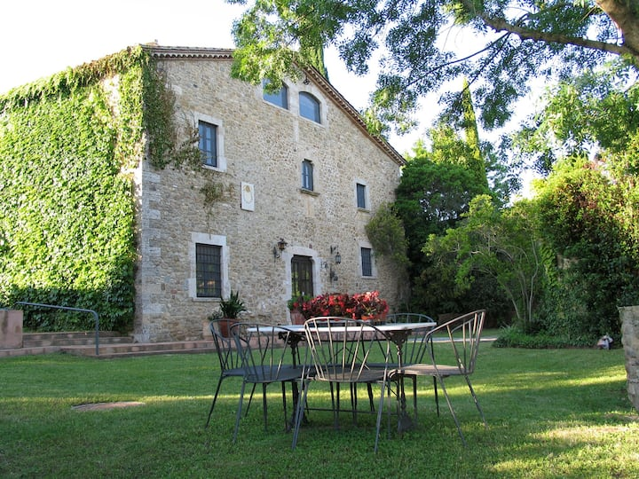 Holiday cottage, 4200 m2 garden, private pool.