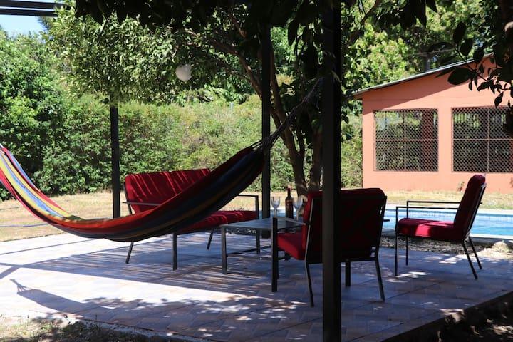 Villa privada cerca de la playa, con piscina.