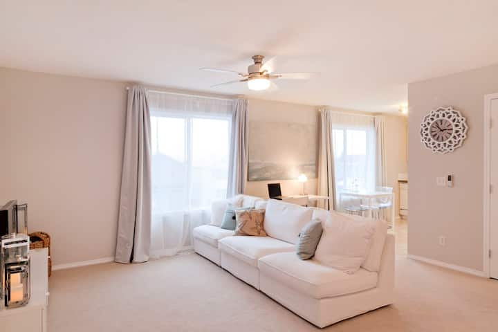 LUXURIOUS EXECUTIVE suite 5 min to Spruce Meadows