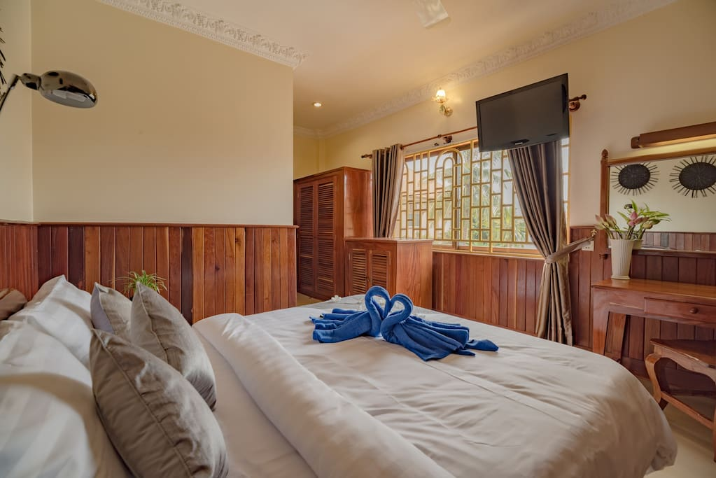 Deluxe King Size Bed Room