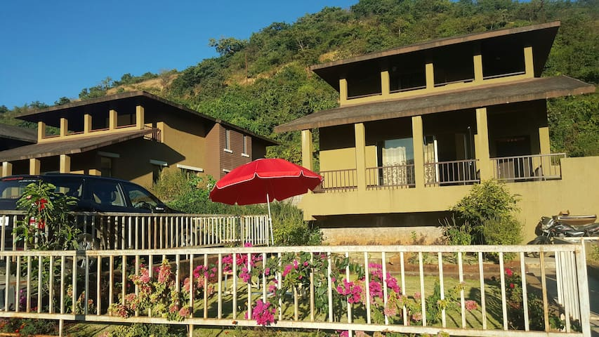Villa with Perfect Sunrise, Nature and Homely food - Lavasa - Casa de campo