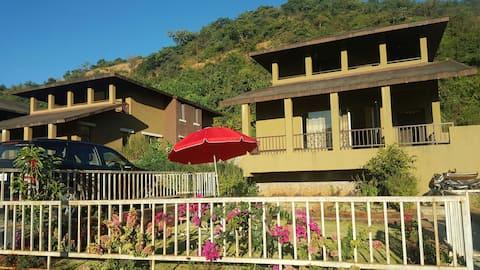 Premium Villa- Four level gardens- Homely food