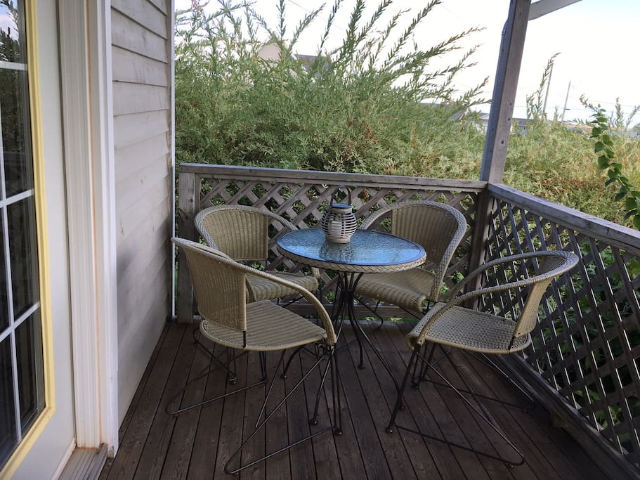 Veranda with seating area