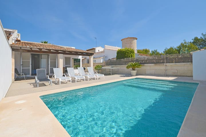 RUFO, house with swimming pool close to the beach