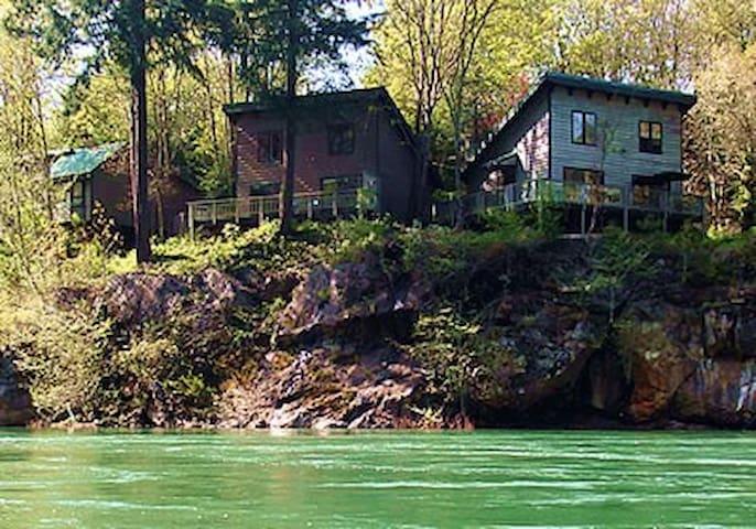 River Vista Vacation Homes- Fir House - Glide - Hus