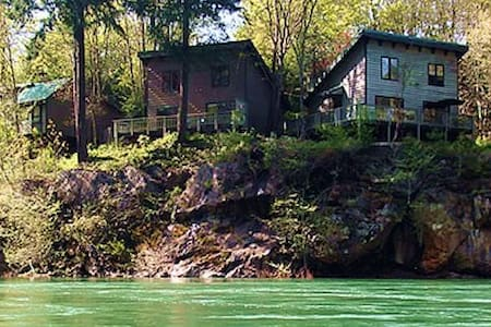 River Vista Vacation Homes- Fir House - Glide