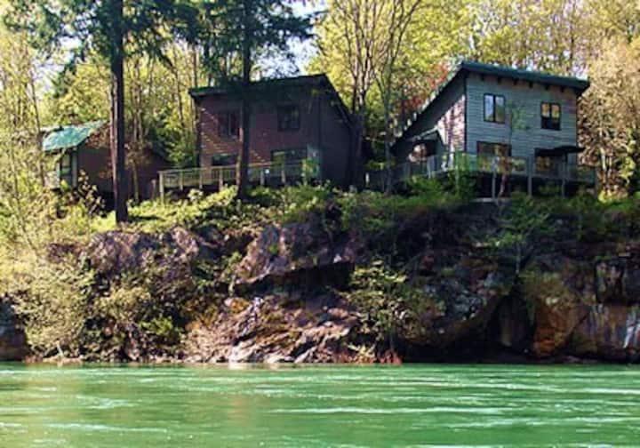 River Vista Vacation Homes- Fir House