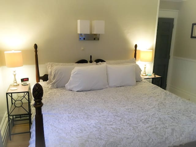 The Grove-Guest Room 2
