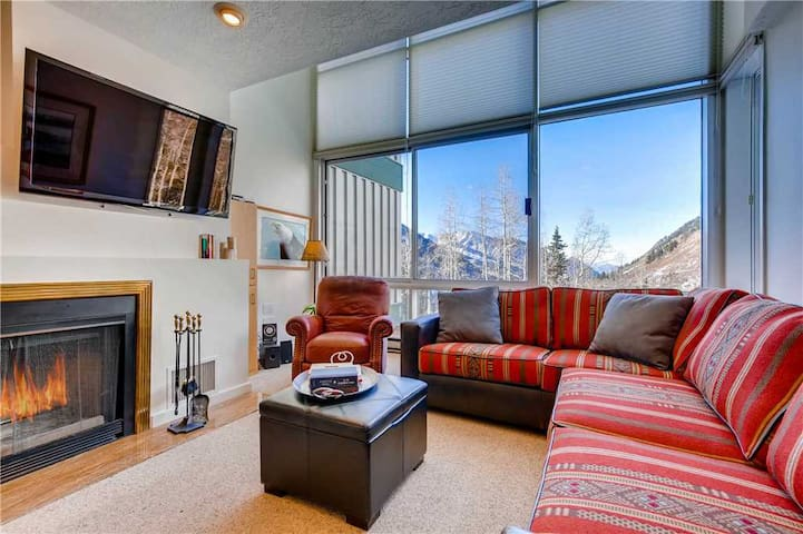 Ski in/Ski Out to this Charming, Updated 2 Bedroom with Open Loft and Fireplace - The View #5