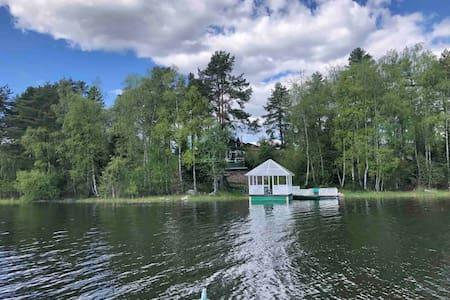 Дом на берегу Ладожского озера