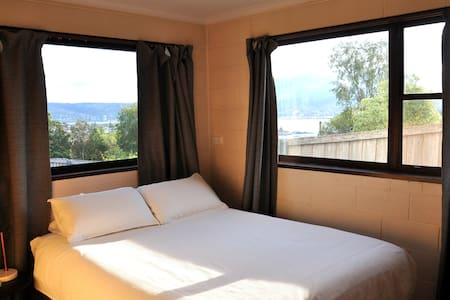 2 bed rooms & bathroom, close to beach & cafes - Bellerive - Hus
