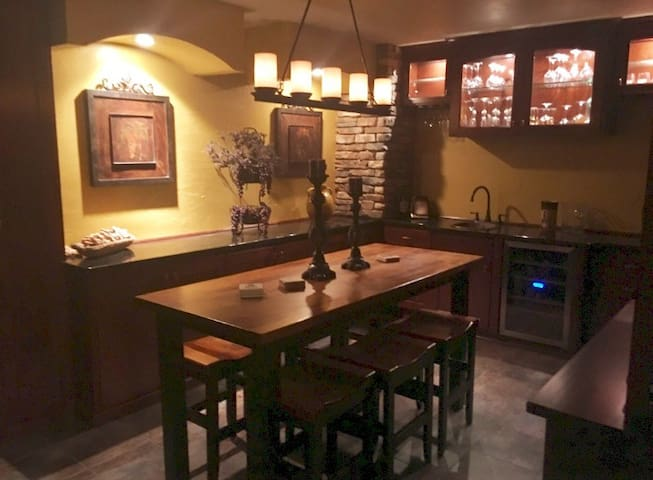 Cannon Falls Wooded Retreat w/wine room!