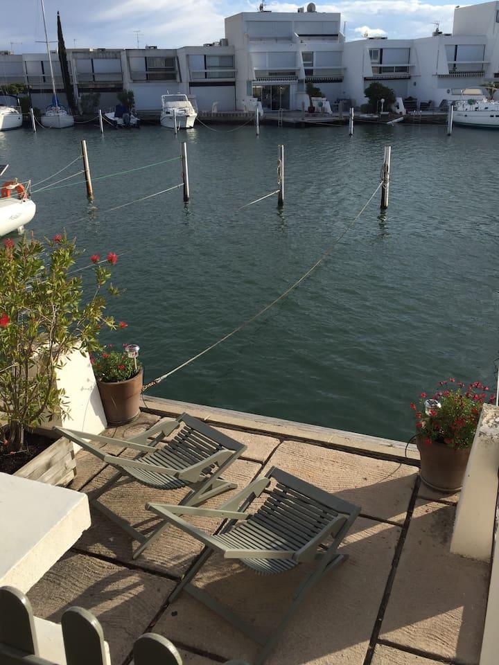 Le quai et l'appontement bateau 12 m x 2,95 m privatifs