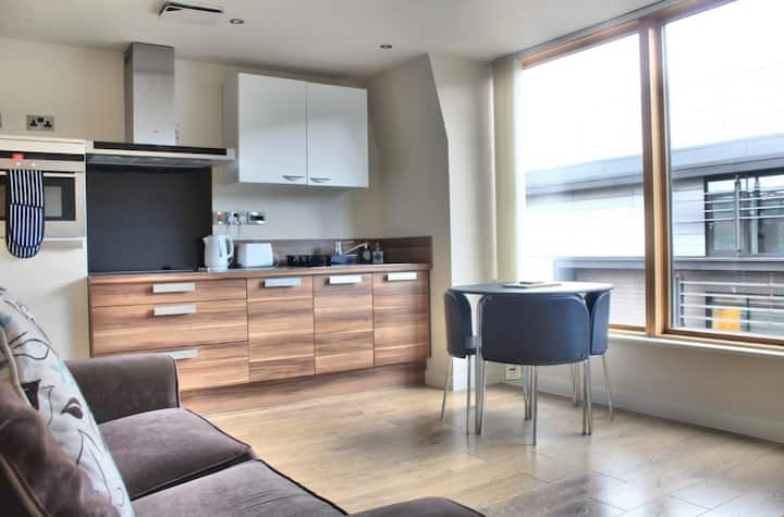 Modern 1 Bed Sheffield Centre (Includes Parking)