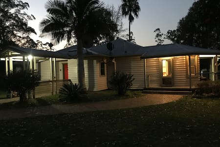 Brolga Farm - Cozy for two with room for more