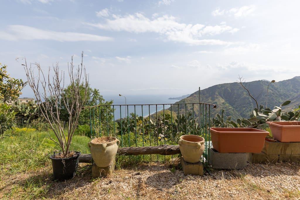 Rural house with a lavish garden case in affitto a forza d 39 agr sicilia italia - Casa rural can salva ...