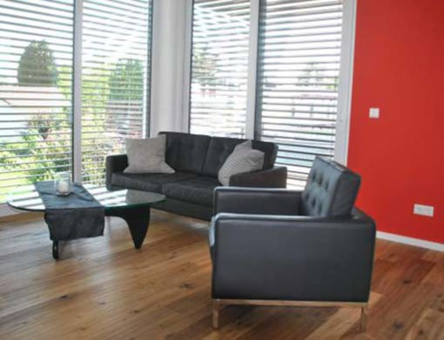 Wohnzimmer mit Sofa und Sesseln