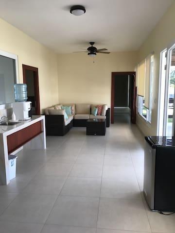 Quiet Private Room B w/ 3 Beds in gated community - La Ceiba - Gjeste suite