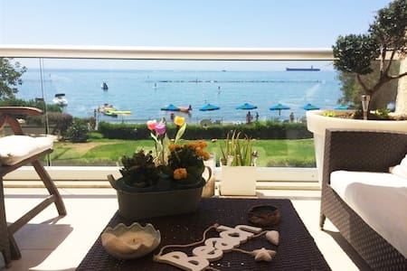 Beach front Apartment - with swimming pool - Germasogeia - Apartment