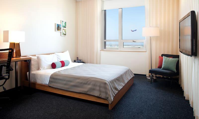 Custom Hotel   Deluxe 2 Double Beds
