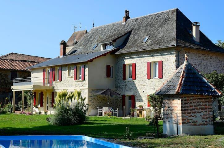 Chambre d'hotes au coeur du village - Bagnac-sur-Célé - Aamiaismajoitus