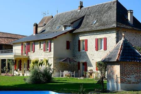 Chambre d'hotes au coeur du village - Bagnac-sur-Célé - Oda + Kahvaltı